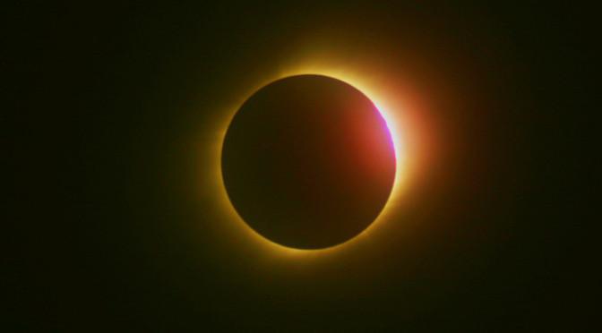 Pozorování zatmění slunce na náměstí Republiky